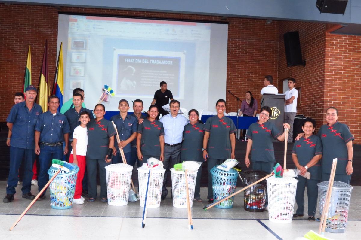 Colegio San Bonifacio rindió tributo a sus colaboradores más especiales