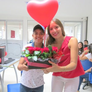 Flores y globos llenaron de amor y amistad  al San Bonifacio durante celebración de San Valentín