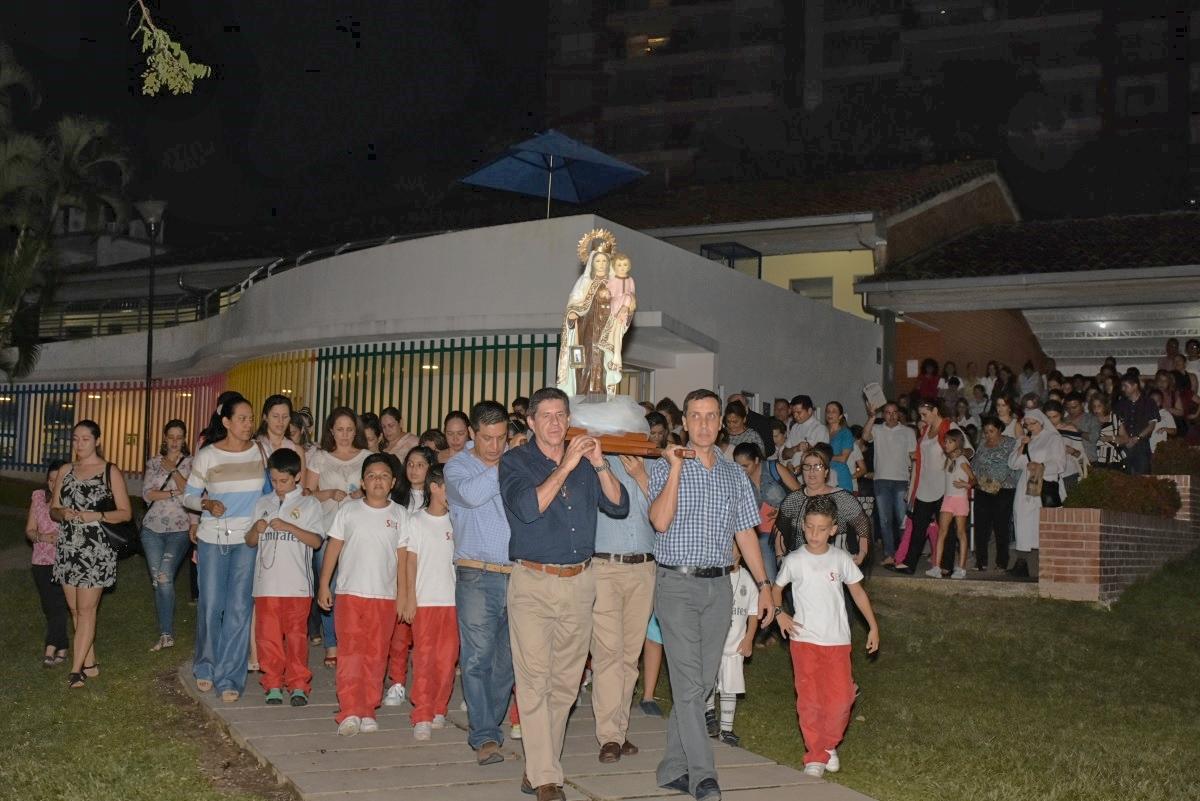 Monseñor Flavio Calle Zapata presidió rosario en el San Bonifacio